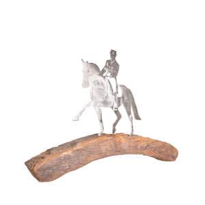 Metalldeko Dressurpferd Rundbogen (600 mm) auf Eichenholz lackiert